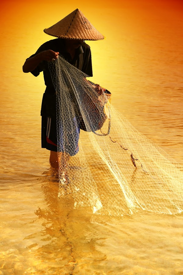 Morning Catch by Alit  Apriyana - People Street & Candids