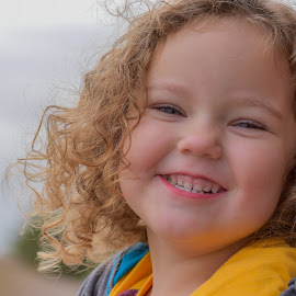 Shirley Temple Look-A-Like by Ronnie Sue Ambrosino - Babies & Children Child Portraits ( curly, sweet, girl, curls, smile )