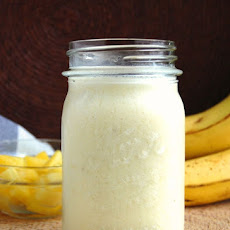 Creamy Banana and Pineapple Smoothie