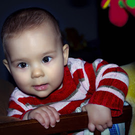 I can! by Mario Toth - Babies & Children Child Portraits