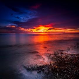 Sunset Rua Beach by Fahriadi Yusuf Abdulfattah - Landscapes Sunsets & Sunrises ( sunset, twilight, sea, sunshine, beach, seascape, dusk )