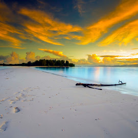 Sunrise at Dodola island by Ady Roses - Landscapes Sunsets & Sunrises ( waterscape, indonesia, beach, sunrise, landscape )
