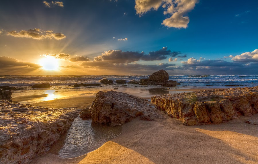 Gloss setting sun on the beach by Sergio Gold - Landscapes Sunsets & Sunrises