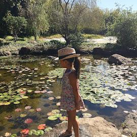 Pequeña niña con sombrero by Elsy Crespo - Babies & Children Children Candids
