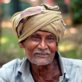 Street Hawker - Candid Smile Clicks. by Vinod Rajan - People Street & Candids ( portraits, hats, candids, portrait, look, smile, moment, old man, moments, candid, men, hat, portraiture,  )