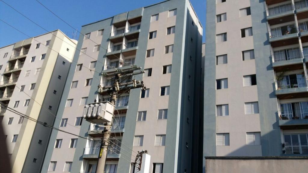 Apartamento com armários embutidos com 3 dormitórios para alugar, 74 m² por R$ 1.300/mês - Gopoúva - Guarulhos/SP