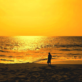 alone near da golden beach.. by Nayana Nissanke - Landscapes Beaches