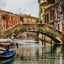 500px Photo ID: 136244459 by Dario Šebek - City,  Street & Park  Street Scenes ( venezia, europe, italia, veneto, venice, architecture, bridge, boat, italy )