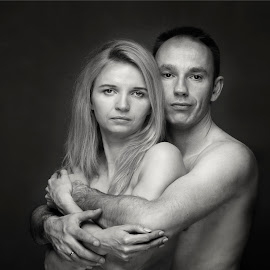 by Justyna Trzesicka - People Couples ( my razem, portrait photographers, black and white, couple, together )
