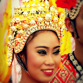 Culture Show. by Ian Gledhill - News & Events Entertainment ( color, thailand, asia, entertainers, festival, portrait, culture, world_is_yellow,  )