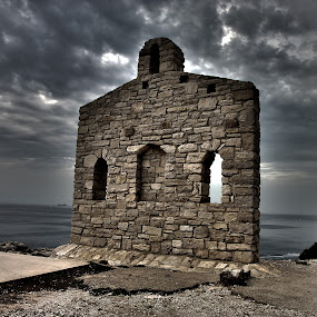 A solitary wall by Giancarlo Ferraro - Travel Locations Landmarks ( hdr, cloudy, seaside, beach, wall )