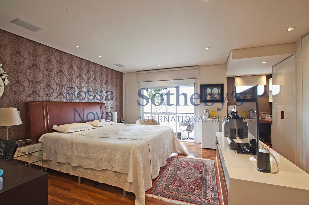 Maravilhoso apartamento super reformado em rua calma e arborizada