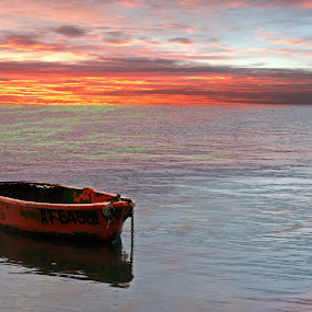 Little Boat, Big Ocean by Mike Mills - Backgrounds Nature