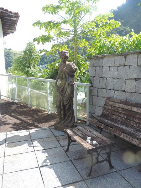 Angra dos Reis - Excelente Casa na Beira da Praia Ponta dos Ubás 06 Suítes Piscina Local para Barco para Venda.