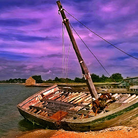 Decay boat in Ile d'Arz by Ciprian Apetrei - Transportation Boats ( ocean, brittany, landscape, boat, decay,  )