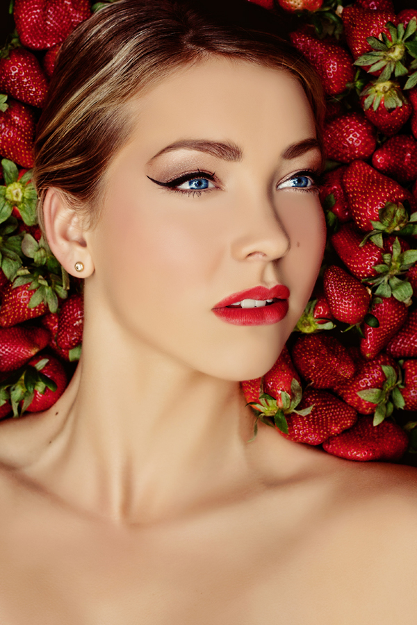 Is it time to enjoy delicious strawberry? by Julia Molodeva - People Fashion ( make up, fashion, fruits, beauty, strawberry )