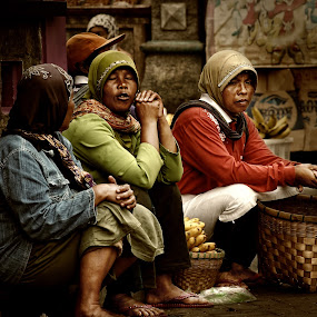 Morning Story by Ari Wid - People Street & Candids ( story, morning story, conversation, vendors, morning )
