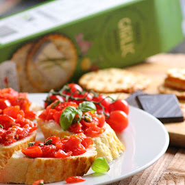 Bruschetta with tomatoes by Goldangel Andreea - Food & Drink Fruits & Vegetables ( bruschetta, food, tomatoes )
