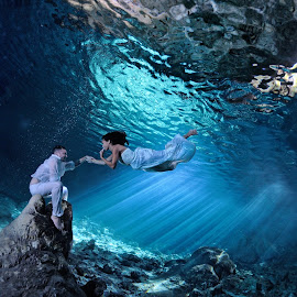 Love on the stalacmite! by Pierre Violle - Wedding Bride & Groom ( cancun, underwater, playa del carmen, wedding, cenote, cenotes, riviera maya, trash the dress )