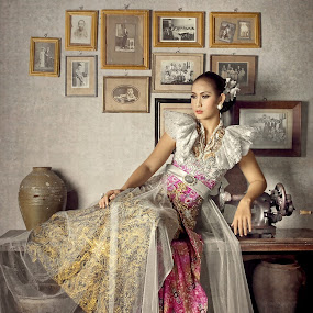 Syarefah by Ai Khouw - People Fine Art ( fashion, indonesia, beautiful, artistic, fine art, lady, java, kebaya, beauty, modelling, women, classic )