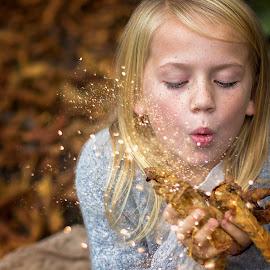 glitter by Melissa Marie Gomersall - Babies & Children Child Portraits ( feckles, blond, glitter, pretty )
