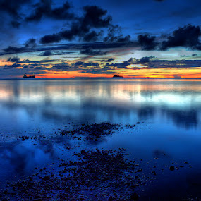 temaram by Mendra Ha - Landscapes Waterscapes