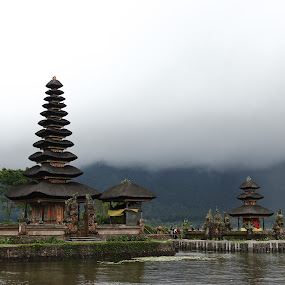 Ulun Danu Temple by Krisna Pillay - Buildings & Architecture Places of Worship ( bali )