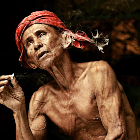 Pokcik by Azmil Omar - People Portraits of Men ( art, senior citizen, men, artist, people, smoke )