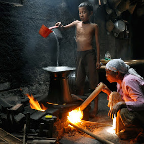 Cook by Haryadi Chalil - People Family ( mom and 'kid', human interest )
