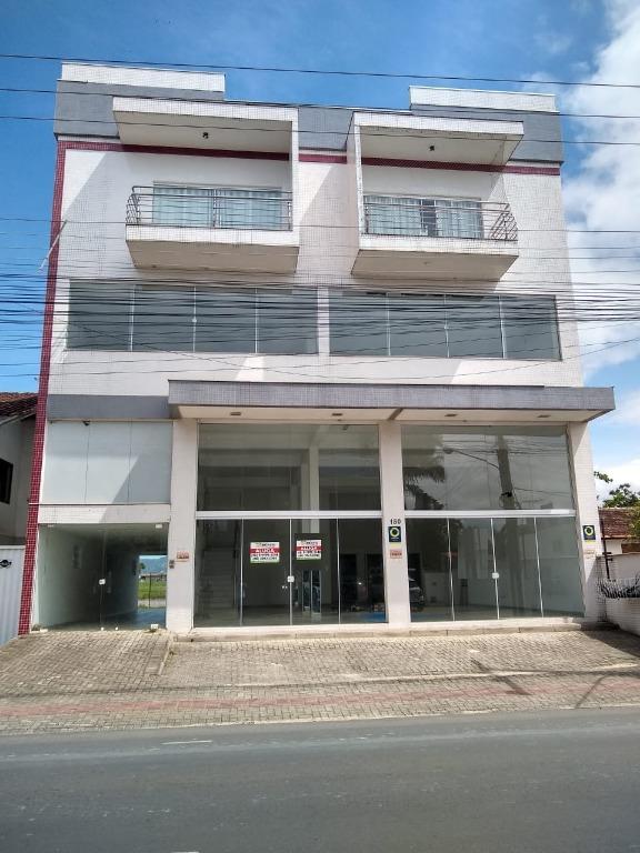 Sala comercial para locação com 200 m2, com mezanino, 2 lavabo, 1 copa, 1 depósito e vagas de estacionamento na frente do imóvel