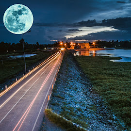 by Chi Thanh Tran - Landscapes Travel ( moon, street, vietnam, landscape, nightscape )
