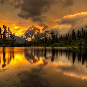 Golden Sunset by Peter Cheung - Landscapes Mountains & Hills ( mt. baker, picture lake, , #GARYFONGDRAMATICLIGHT, #WTFBOBDAVIS )