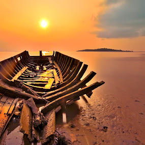 Sun over the top by Irwansyah St - Landscapes Sunsets & Sunrises ( sunset, pwcsunbeams-dq, sunrise, beach, boat, landscape )