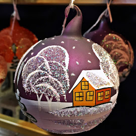 Glob by Dobrin Anca - Public Holidays Christmas ( tree, decoration, green, castle, brittany )