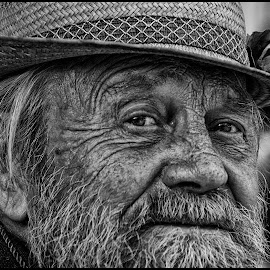 by Etienne Chalmet - Black & White Portraits & People ( black and white, street, people, man, portrait )
