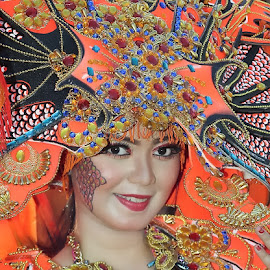 by Omiq Qsm - People Portraits of Women ( ethnic, colorful, smile, flowers, culture )