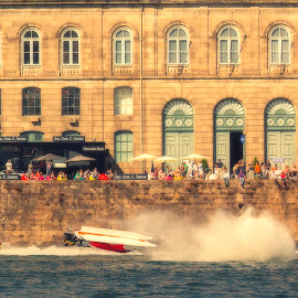 Helooooooo.... by Miguel Martins - Sports & Fitness Motorsports ( gaia, rebelo, crach, boat, douro, porto, f1h2o, f1, bridge, luiz l, portugal, crash, river )