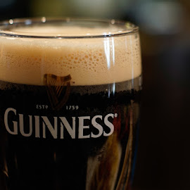 A pint of Guinness. by Francisco Garcia Rios - Food & Drink Alcohol & Drinks ( commlite, guinness, recesvintus, bière, bier, birra, irish, adapter, close up, pub, cerveza, spain, stout, pint, beer, pinta, albacete )