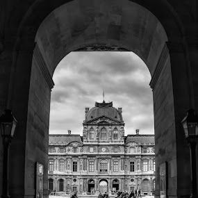 The tunel by Alexandre Rios - Black & White Street & Candid ( door, historic, old, interesting, people, photograph, paris, blackandwhite, urban exploration, museum, france, places of interest, landmark, europe, photography, street photography, architecture )