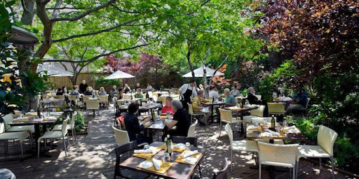 Chicago S Quintessential Italian Restaurant The Name Of Which Translates To Little Dream Also Has A Secret Garden