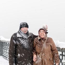 Sevimli Cınarlar by Veli Toluay - People Couples ( kar, tatlılar, aşıklar, sevimliler, güzelçiftler )
