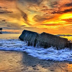 Glorious Manyar by Hendri Suhandi - Landscapes Sunsets & Sunrises ( bali, manyar, splash, mood, beach, sunrise, motion )
