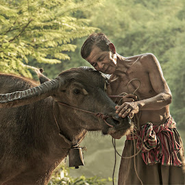 Good friend by Sutiporn Somnam - People Portraits of Men ( life, friends, sony alpha, wanonstyle, photographer, thailand, people, animal )