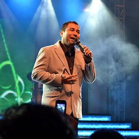 Harvey Malaiholo by Ratian Wahyudi - People Musicians & Entertainers