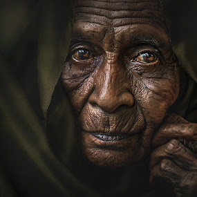 MAMA ESAH by Abe Less - People Portraits of Women ( senior citizen )
