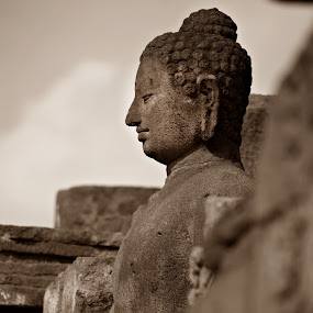Sitting Buddha by Eric Craig Ansibin-Edong - Buildings & Architecture Statues & Monuments