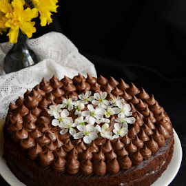 Vegan chocolate cake by Alina Vicu - Food & Drink Cooking & Baking ( cake, vegan, chocolate, coconutmilk, chocolateganache )