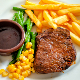Tenderloin with Black Papper by Oktafian Kuswientoro - Food & Drink Meats & Cheeses ( steak, meat, daging )