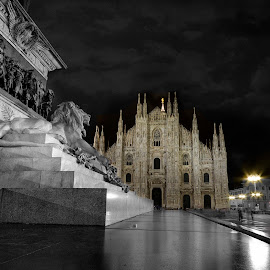 piazza Duomo by Orazio Mariani - Buildings & Architecture Statues & Monuments