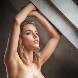 Sara by Atanas Donev - Nudes & Boudoir Artistic Nude ( beautiful, nude, girl, breasts, women,  )